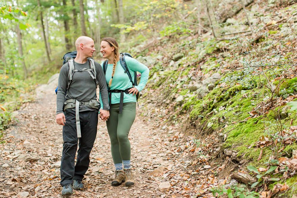 Hikers engagement session on the trail | Best ideas for outdoor lovers engagement pictures