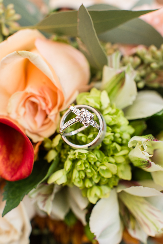 Wedding rings on floral bouquet | Wedding day details