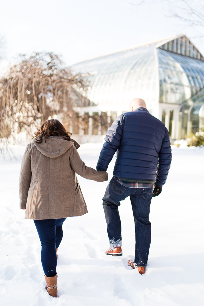Snowy engagement pictures in Highland Park, Rochester