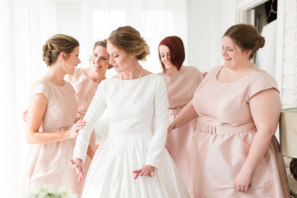 Bride and bridesmaids getting ready for the wedding day in Warrenton, Virginia