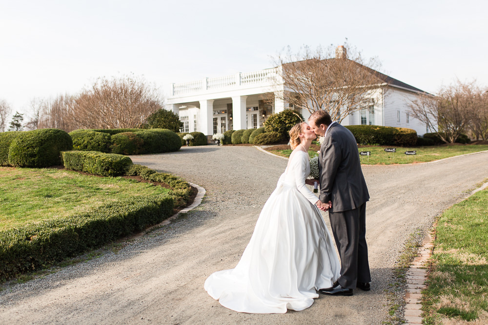 Wedding pictures at the Black Horse Inn reception venue in Warrenton, VA