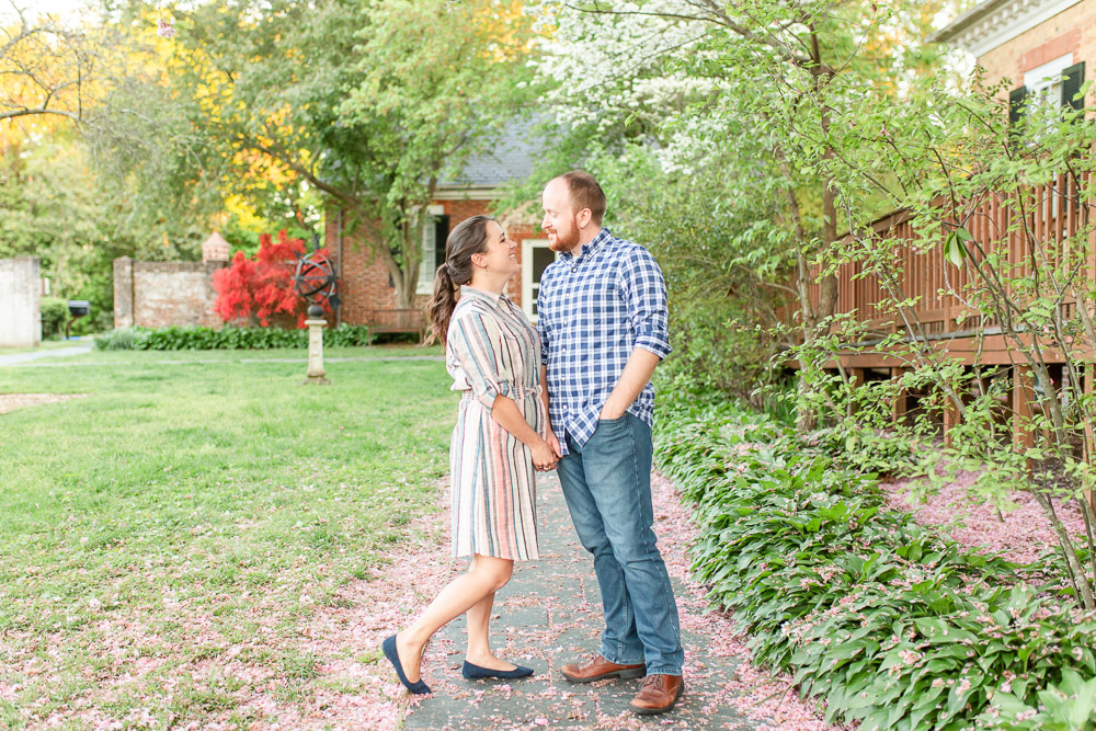 chatham-manor-fredericksburg-engagement-pictures-102.jpg