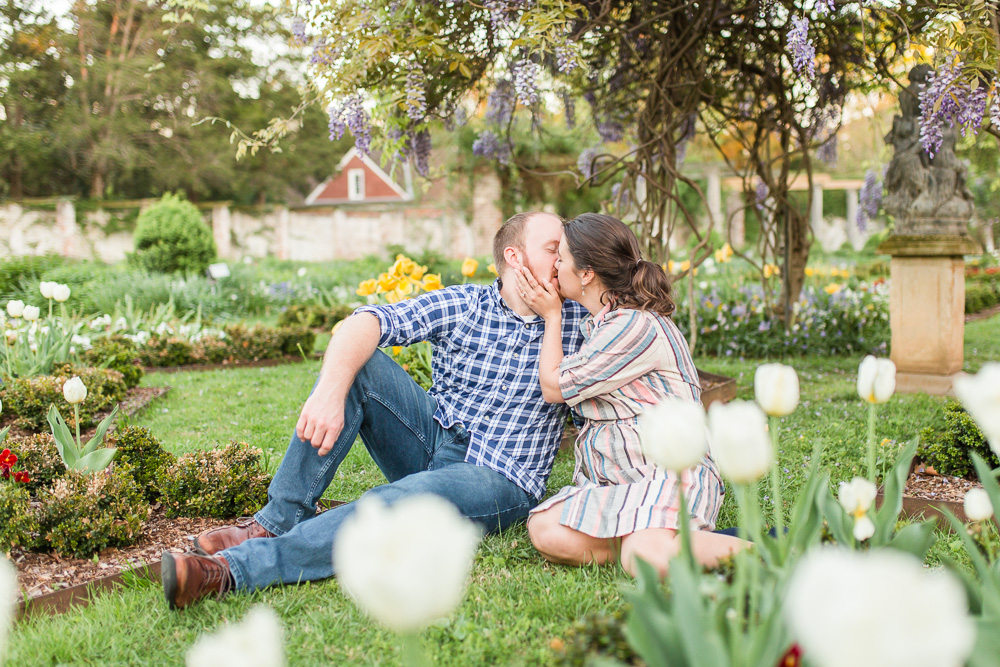 chatham-manor-fredericksburg-engagement-pictures-109.jpg