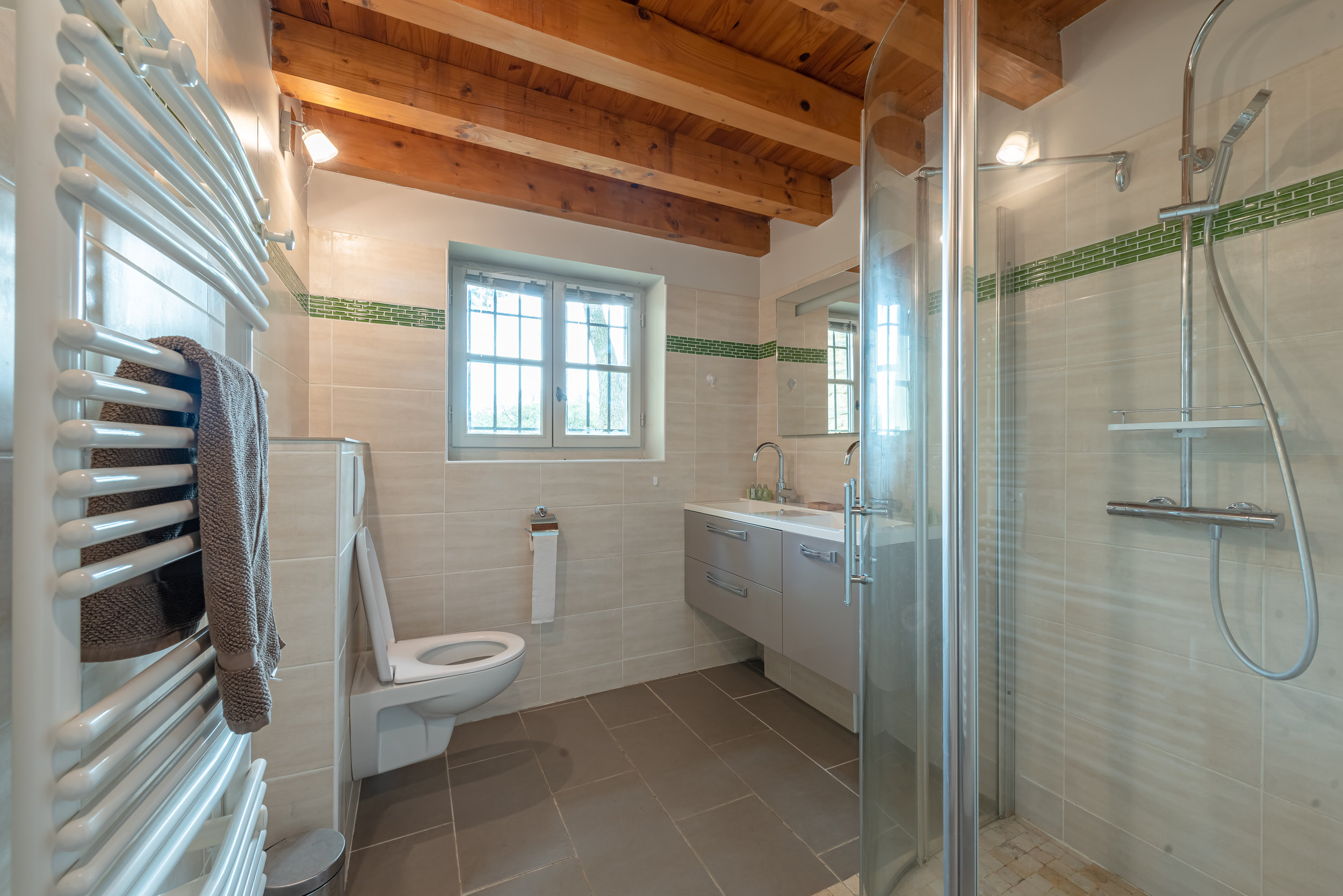 Moulin bathroom.jpg