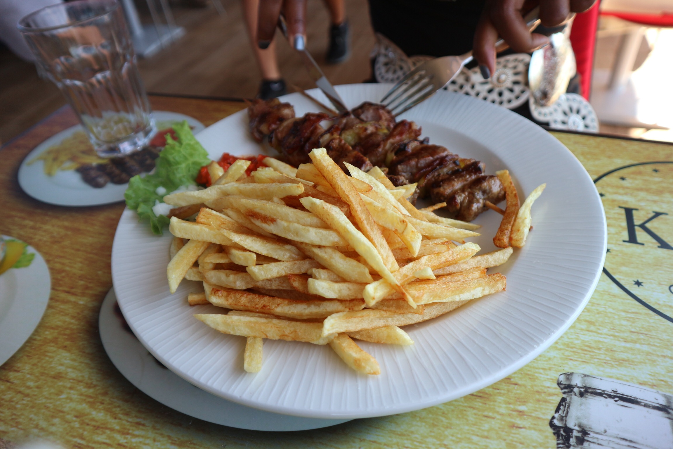 Kiks-Grill & More: Sausage and Chips