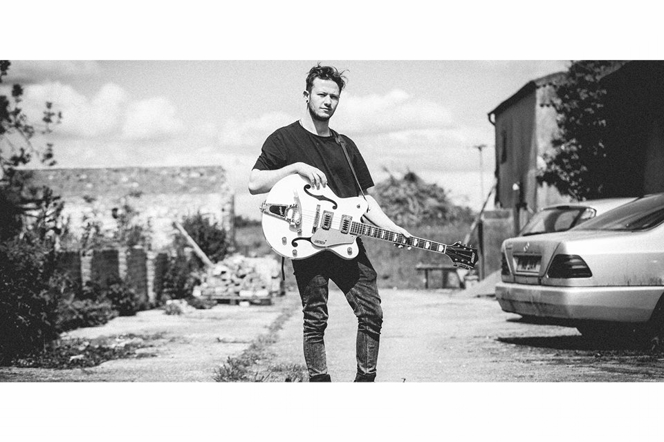 Hume    Saturday 27th August 8pm - 10pm (approx)    A Singer-songwriter, that is producing his first E.P in a glorified shed at the bottom of his garden.Inspired by percussive acoustic roots, soul and jazz.https://www.facebook.com/alex.hume.731?fref=ts