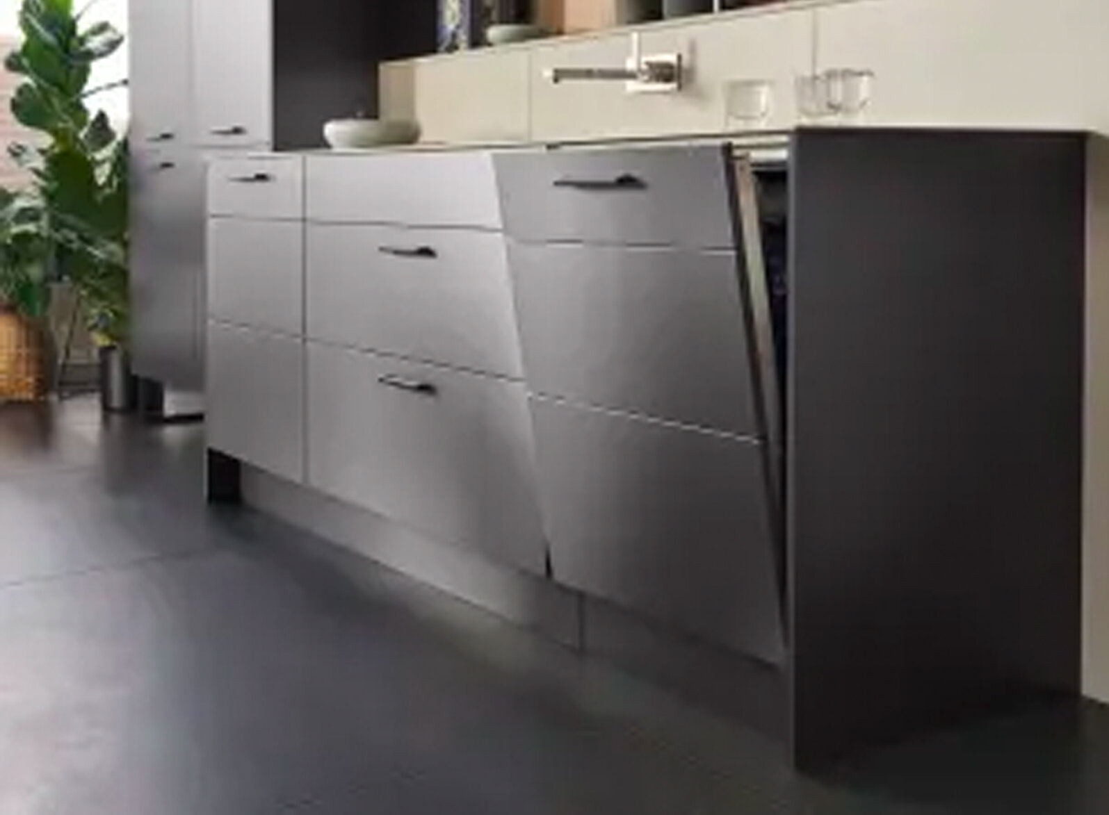 VARIABLE FRONT DIVISION  In the standard version, this dishwasher front is one element or, as shown here, divided to suit the adjacent units