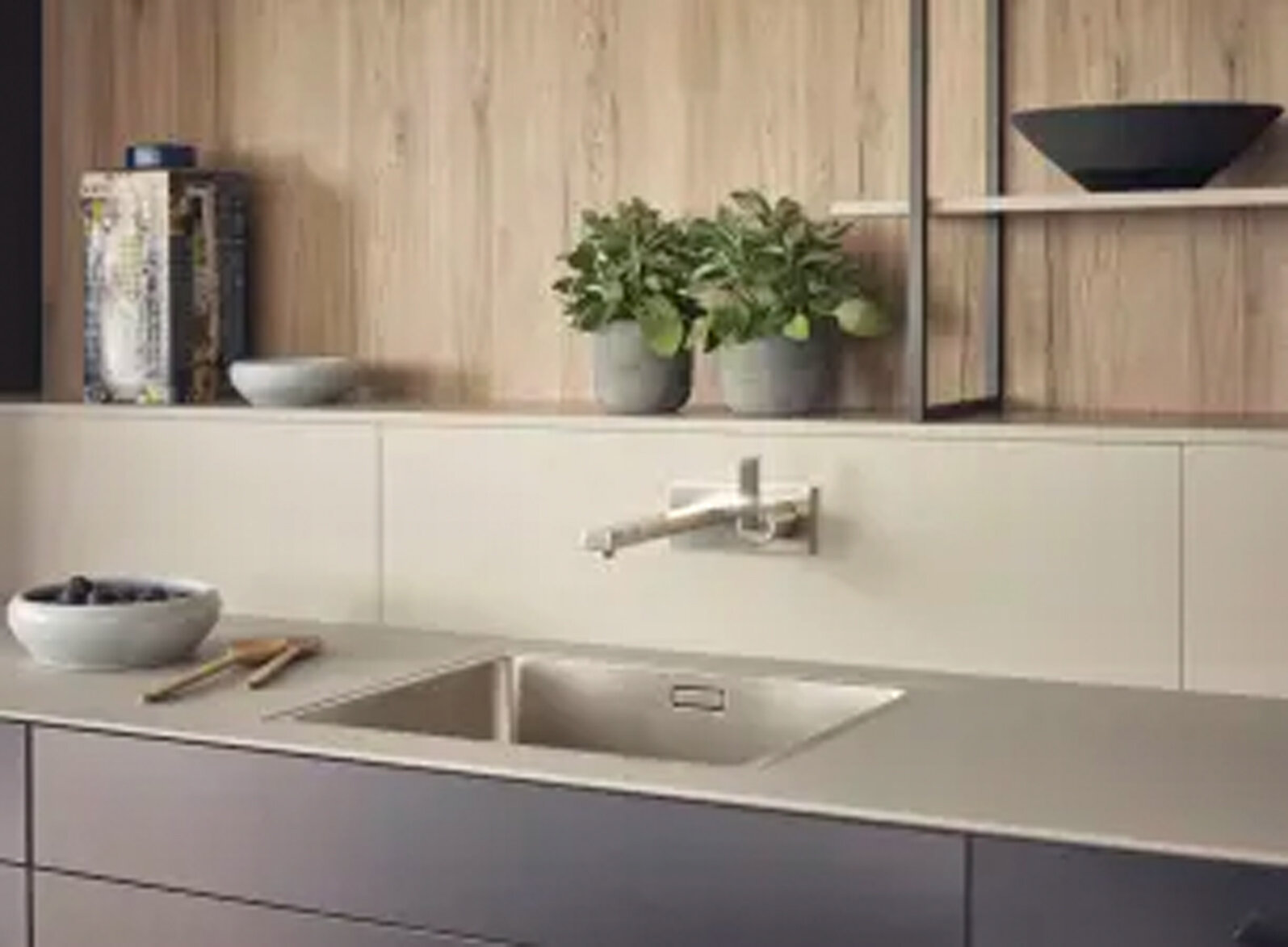 WORKTOP ELEMENT  A room-structuring element which can be used as a design element but also for disguising specific structural conditions