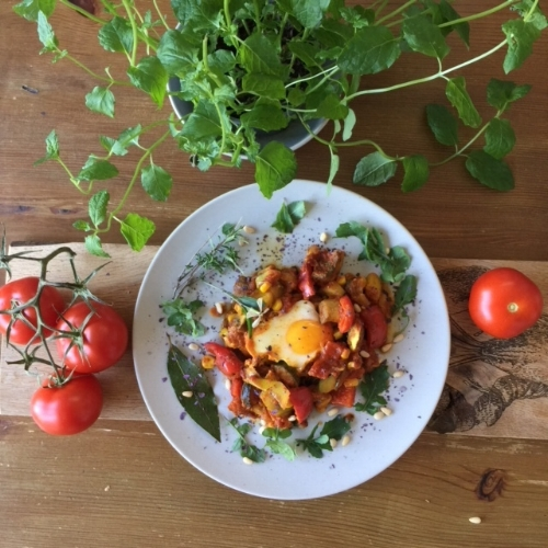 Pictured here is the delicious Pisto con Huevos which is on the menu at around 300 calories per serving
