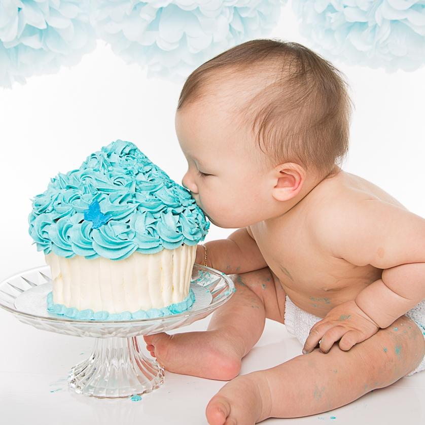 CAKE SMASH / 1-ÅRS FOTOGRAFERINGEt tillegg på kr 200 for ballonger, rekvisitter og rengjøring tilkommer valgt fotografering ovenfor. Kake må selv medbringes. Inkludert er helium ballonger og diverse rekvisitter, men dere må selv ta med kake og tall på kaken. -