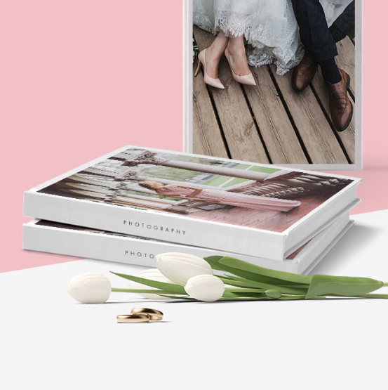 Digital bok med de bestebildene fra bryllupet - En digital bok fra bryllupet kan bestilles for kr 3.500. Dere får en pdf-fil som dere laster opp på en nettside og bestiller det antallet dere selv måtte ønske.