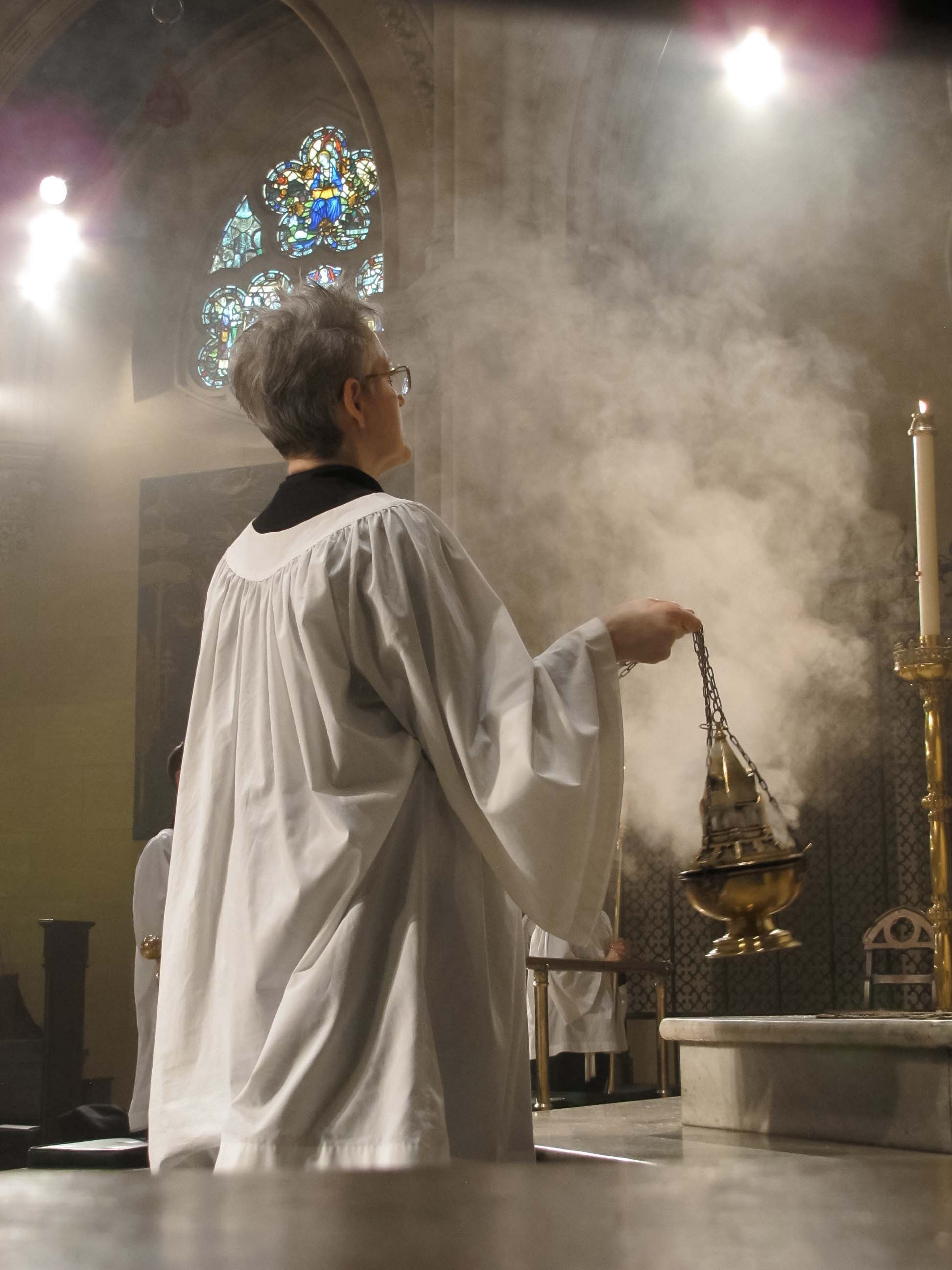 Marie Rosseels was thurifer on Sunday