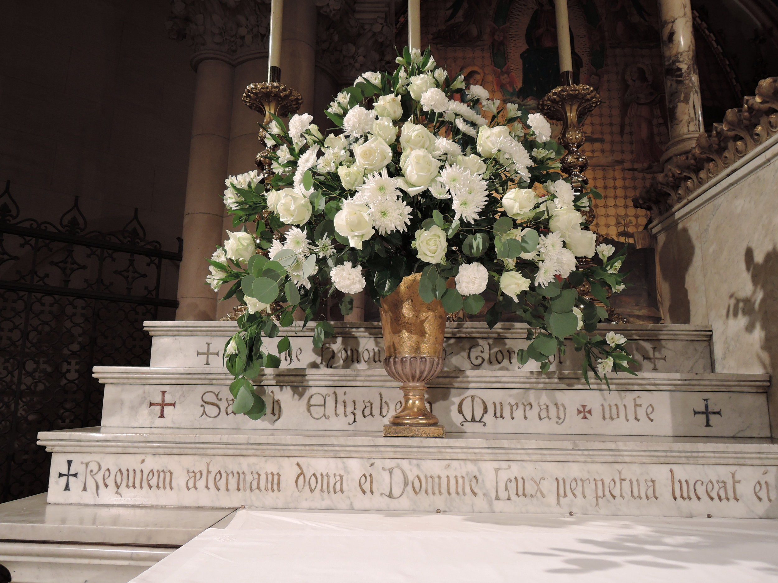 Flowers for the Mass of the Resurrection on Thursday, August 31      Arrangement by Marie Rosseels