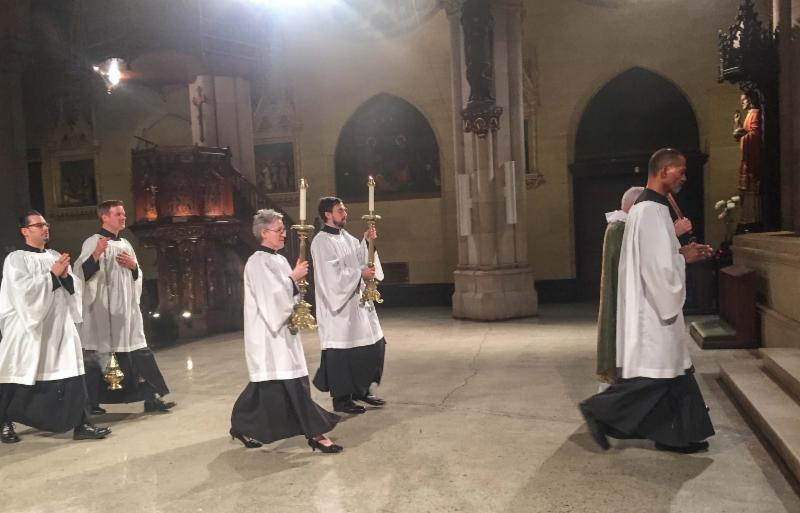 The gospel procession returns to the chancel.
