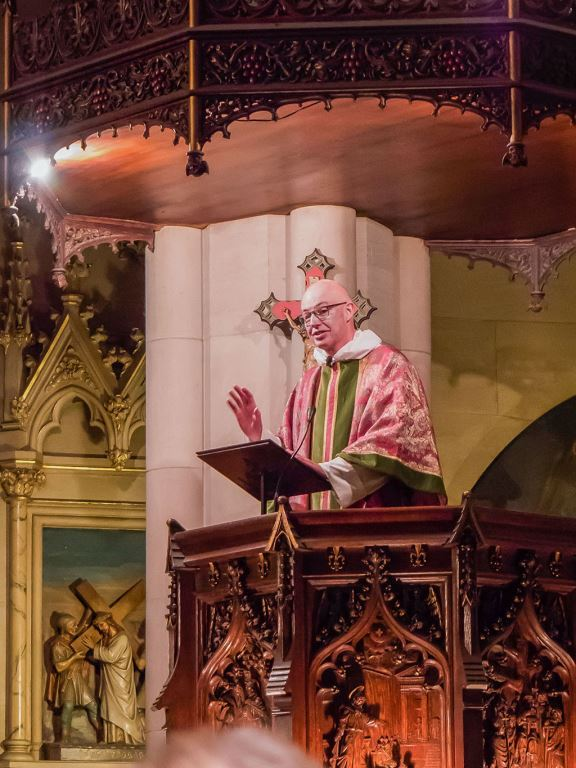 The Rector was celebrant and preacher for the Solemn Mass on the First Sunday of Advent.  Photo by Ricardo Gomez