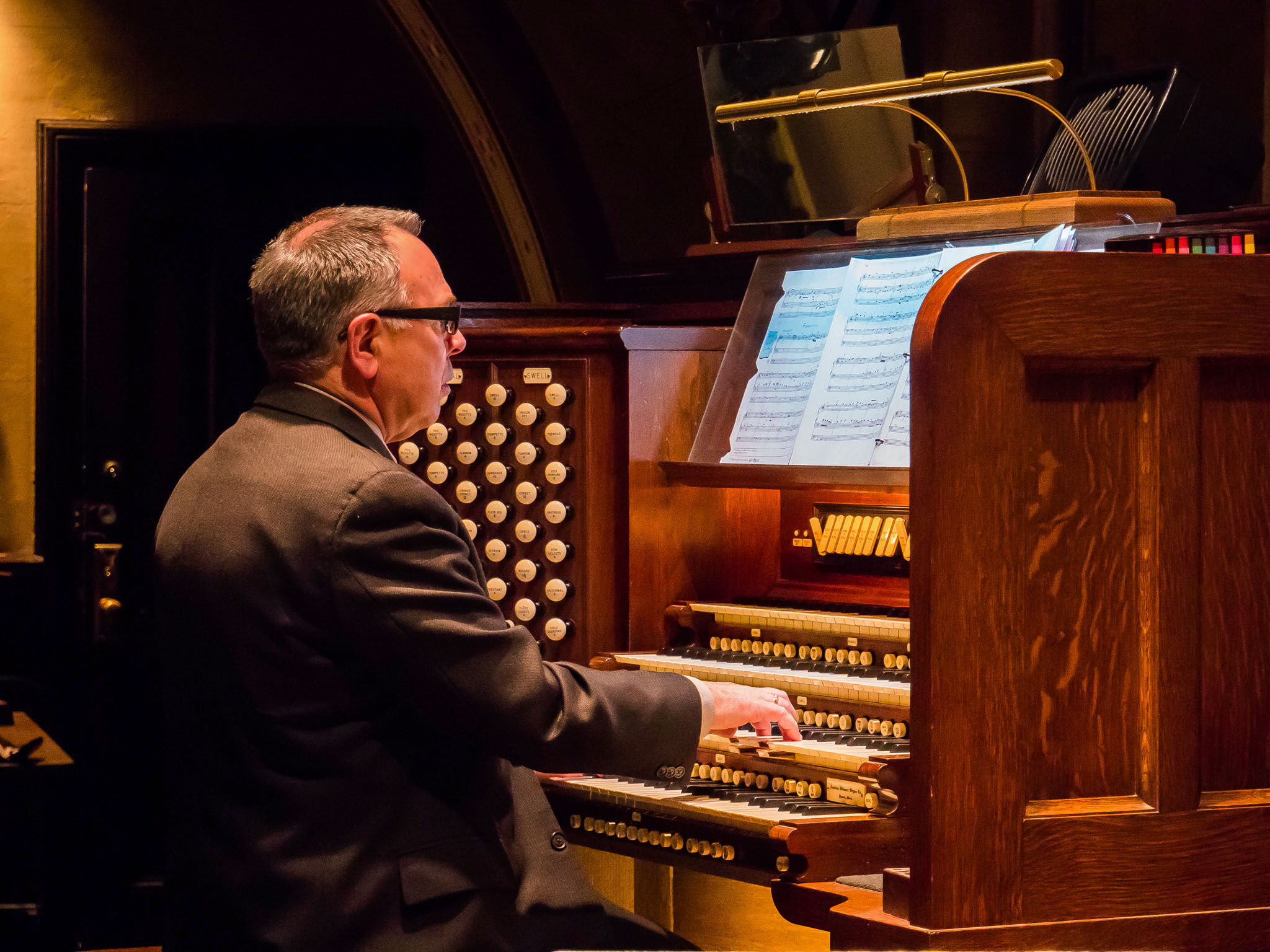 Dr. Keith Reas plays the recital on December 8.   Photo: Ricardo Gomez