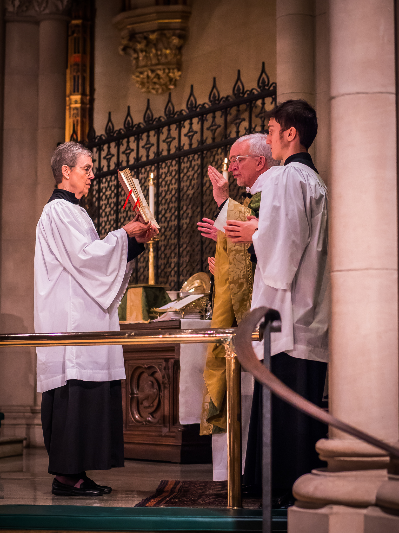 A collect concludes the Prayers of the People.  Photo by Ricardo Gomez