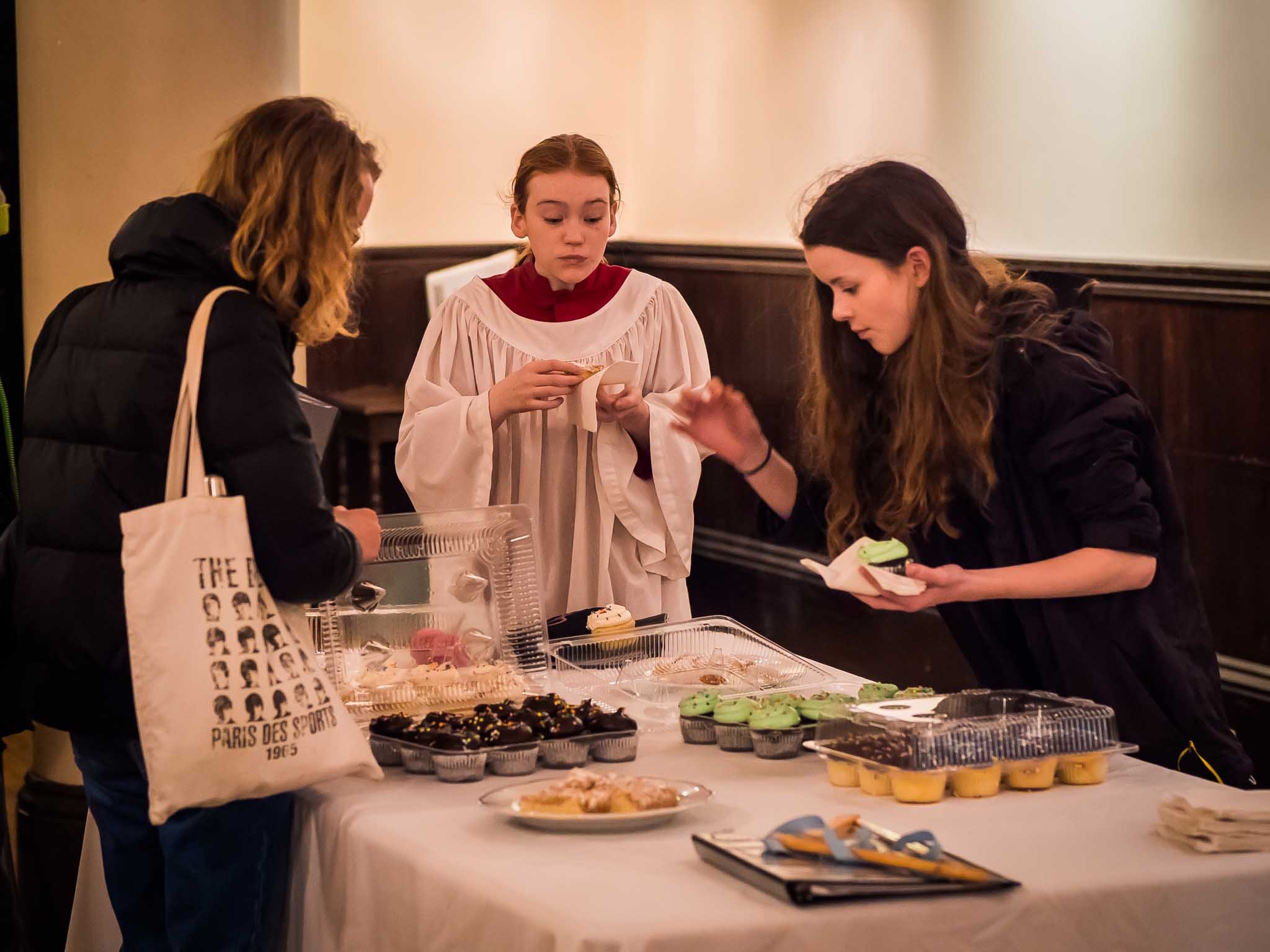Cupcakes were a popular snack after Evensong.   Photo by Ricardo Gomez