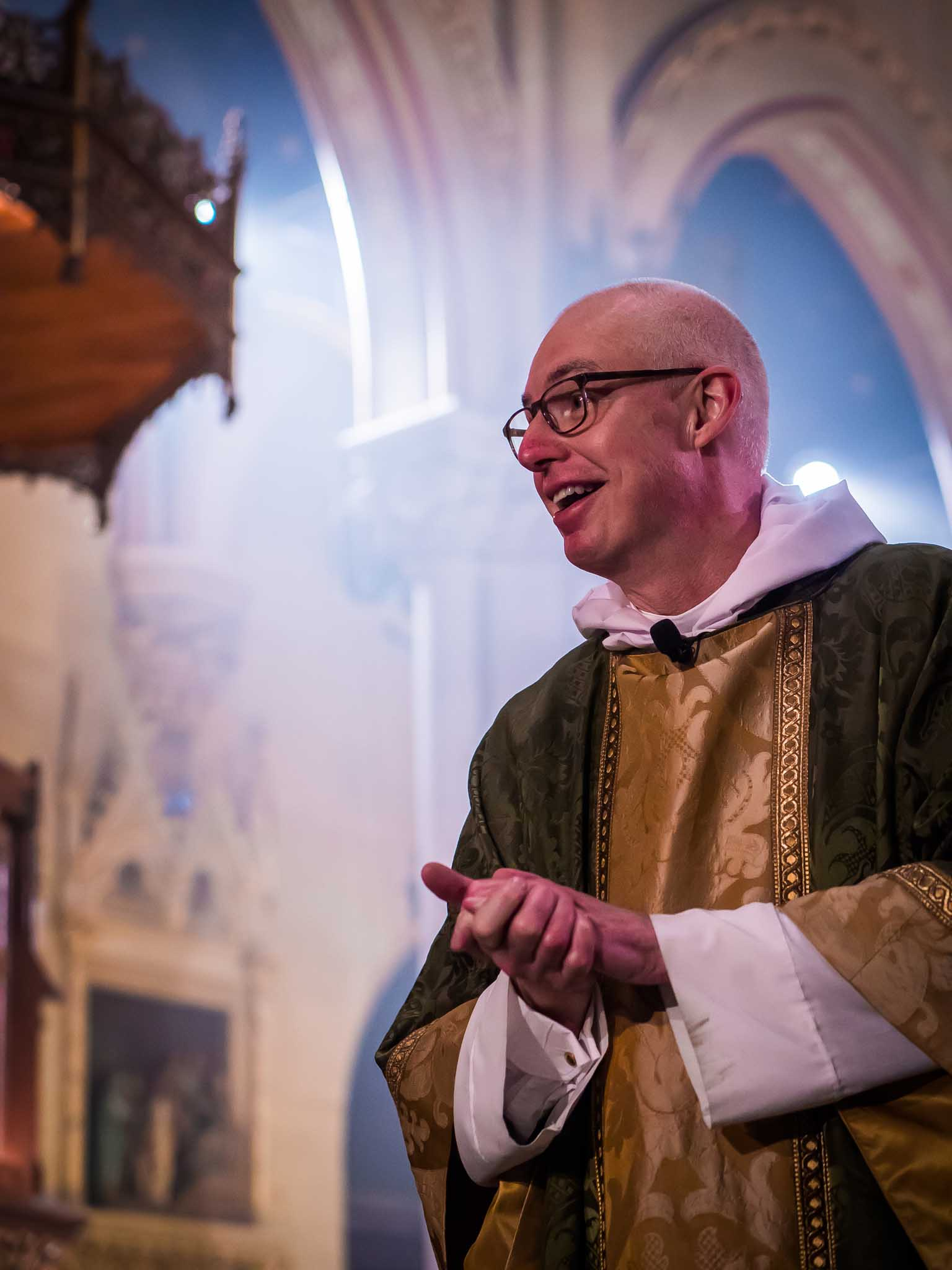 The Rector welcoming the congregation before the final hymn and dismissal.   Photo by Ricardo Gomez