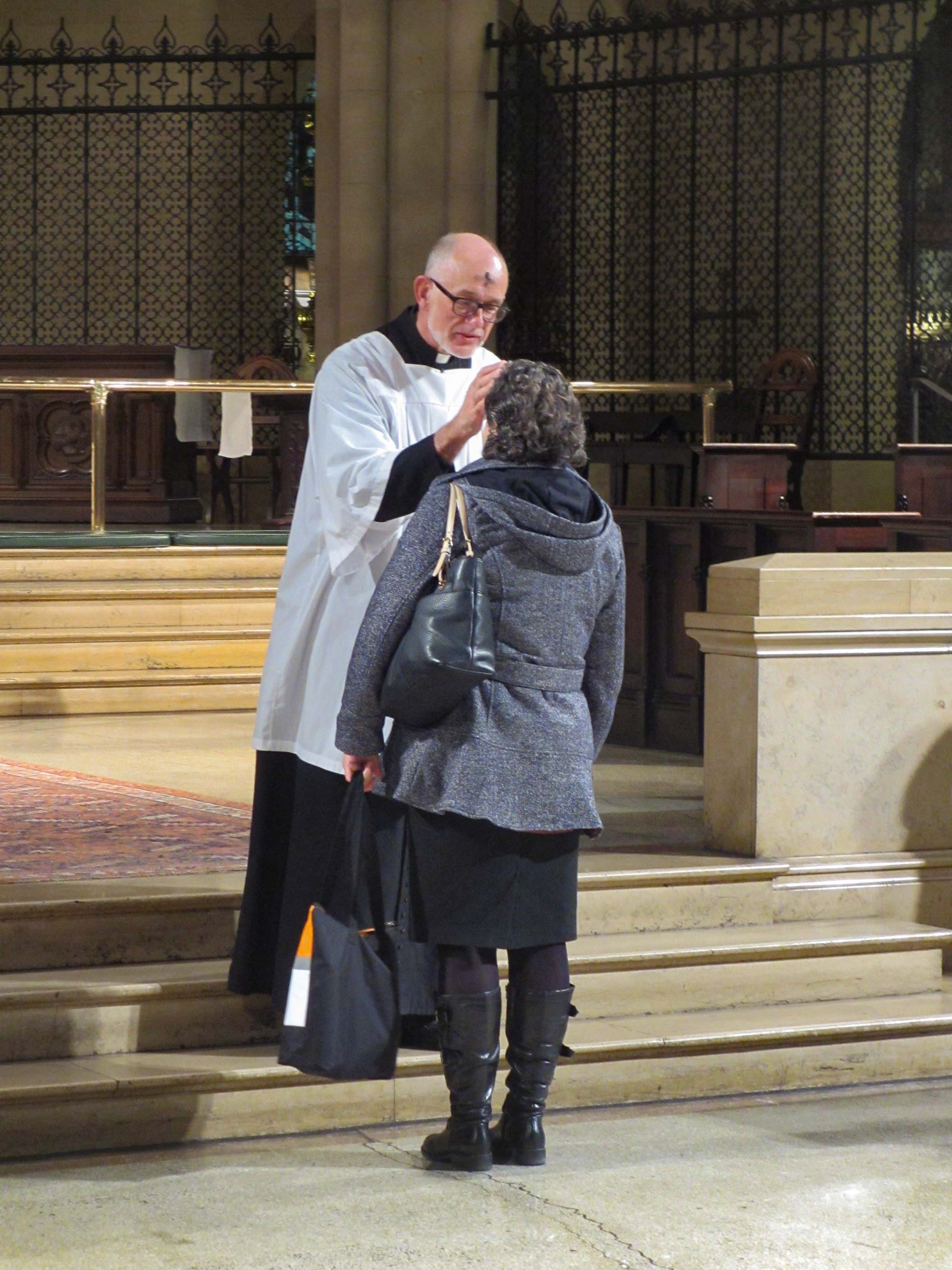 Assisting Priest Father Paul Burrows took the 9:00 AM hour.  Photo by MaryJane Boland