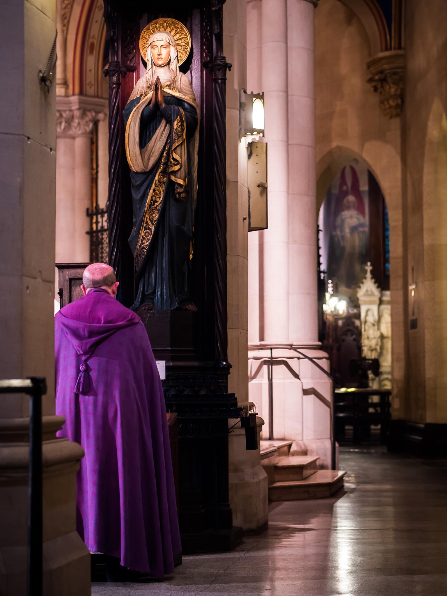 Fr. Jay Smith led the Angelus before Evensong last Sunday.  Photo by Ricardo Gomez