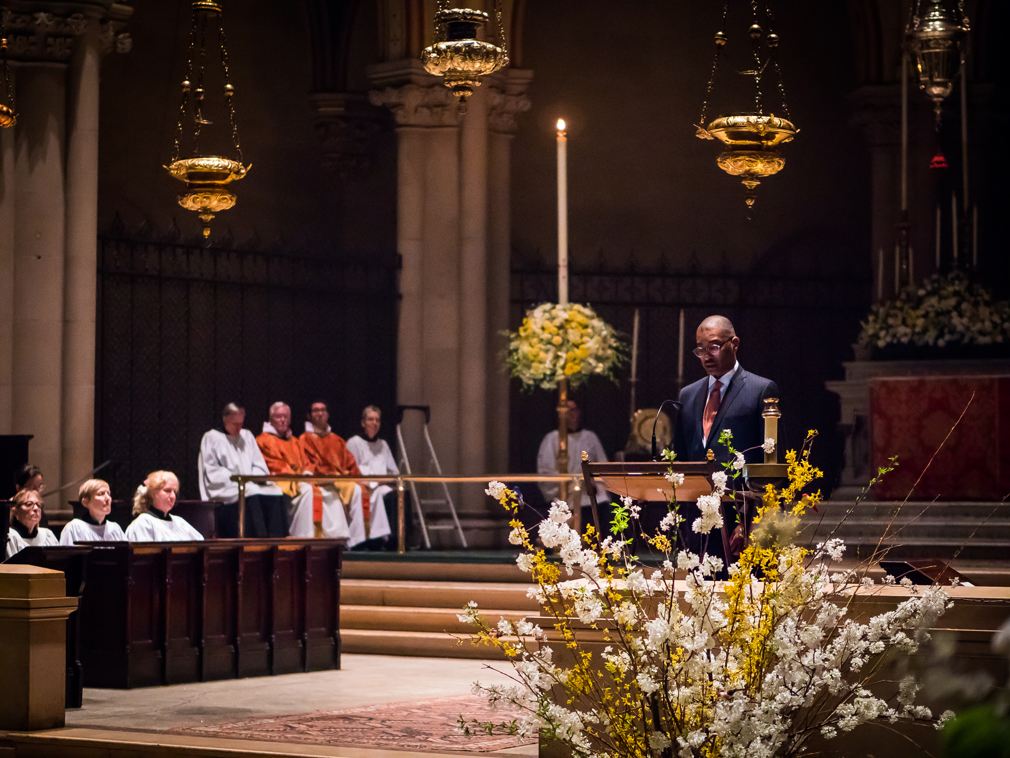 At the reading of the Prophecies. Dr. Charles Morgan read one of the seven lessons in the semi-darkness.  Photo by Ricardo Gomez