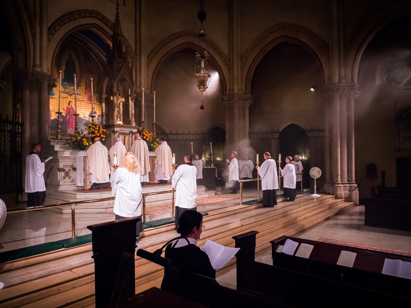 """The congregation sings the last verses of """"I bind unto myself today the strong name of the Trinity.""""   Photo by Ricardo Gomez"""