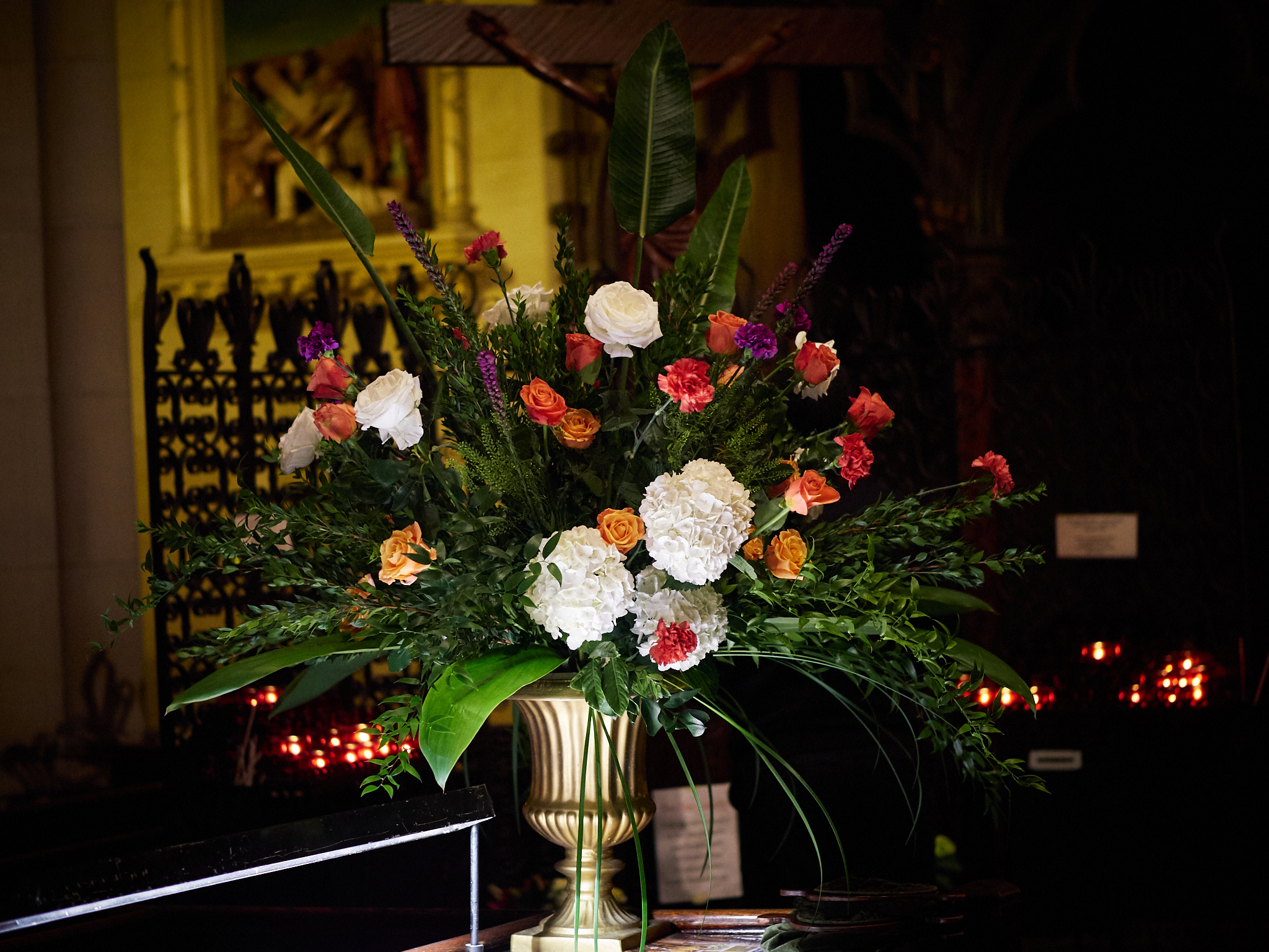 Flowers at the ushers' table.   Photo by Ricardo Gomez