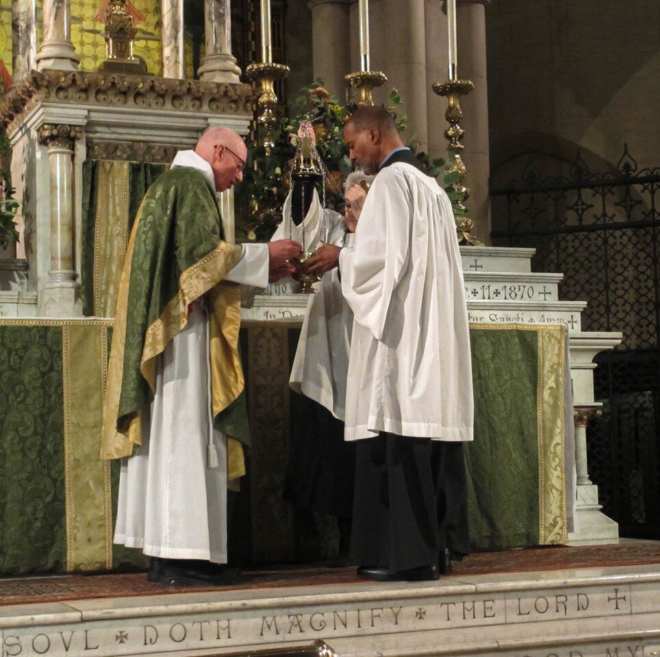 The Rector was celebrant and preacher at the Solemn Mass on Sunday, October 20. Incense is prepared and the altar is censed while the choir sang   Gloria in excelsis   from   Mass for 4 voices   by William Byrd ( c.  1543 – 1623).   Photo:   MaryJane Boland