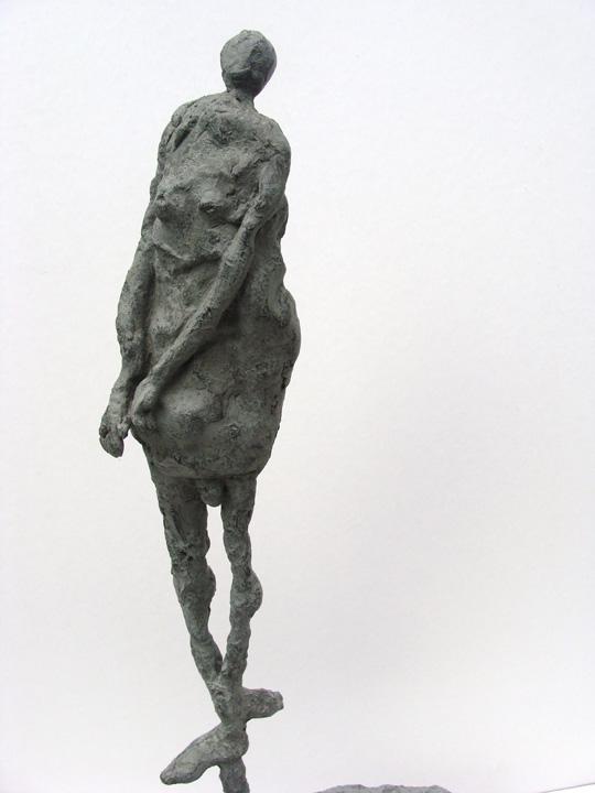 Zoekt evenwicht -2004 - detail - brons