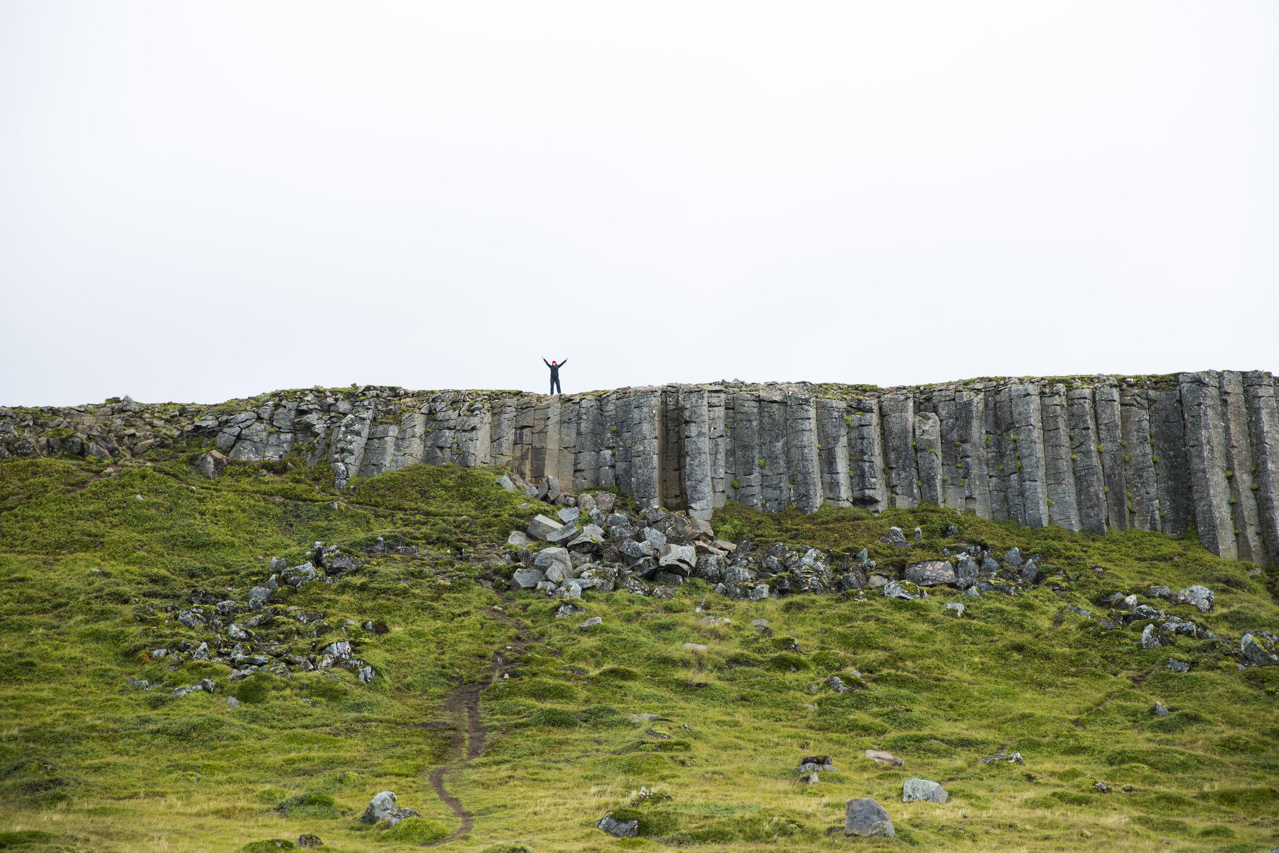 iceland_basalt_cliffs_01.jpg