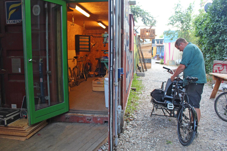 Bike and metal workshop
