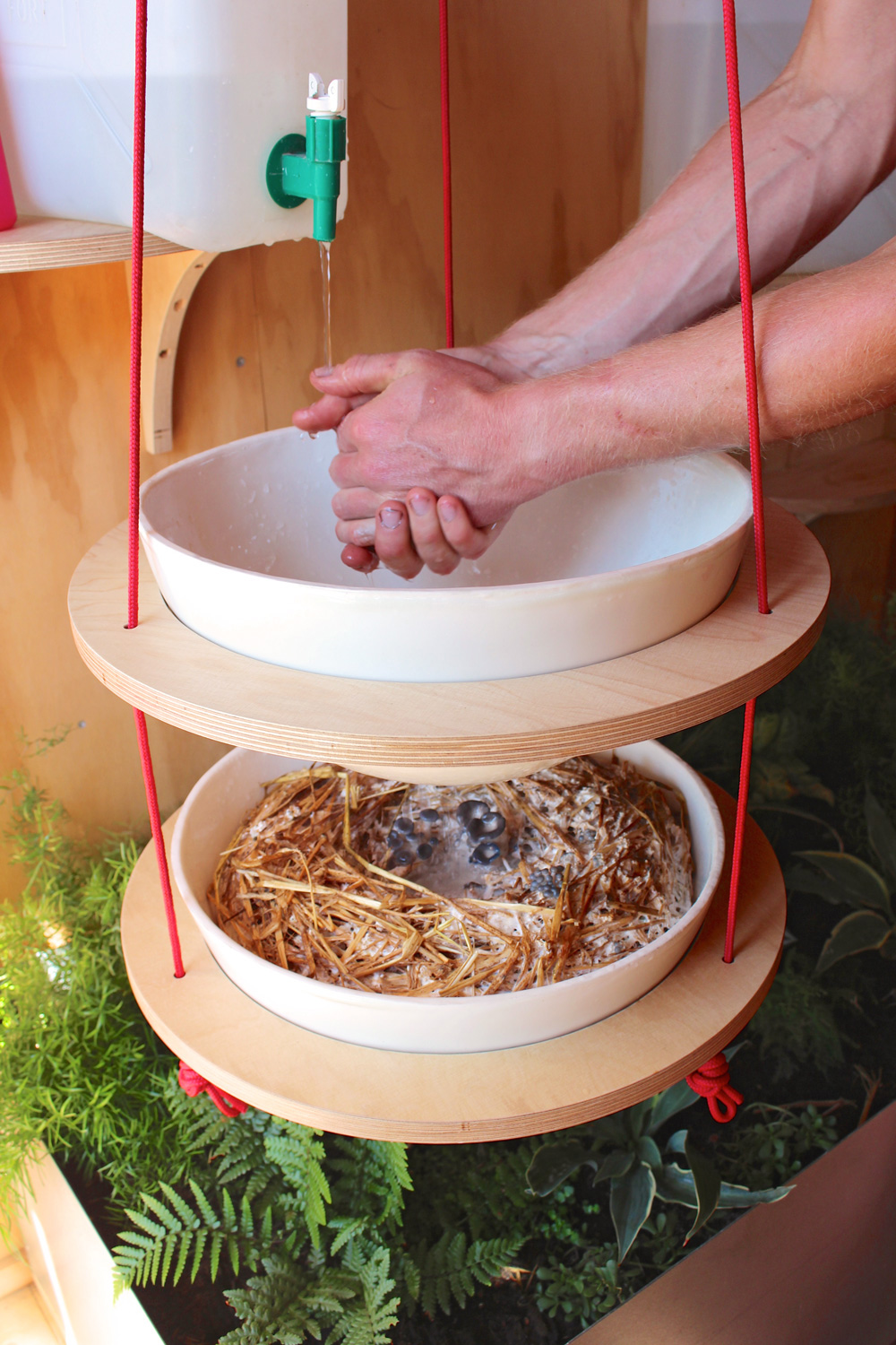 Hanging sink in use