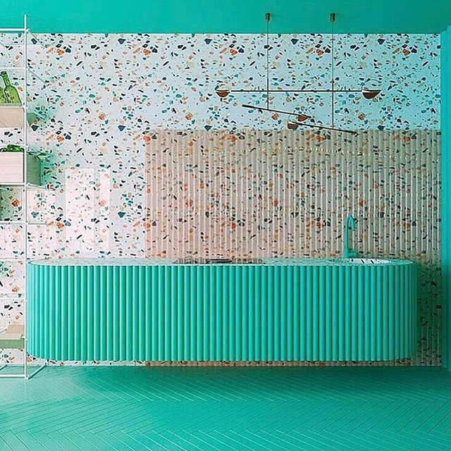 What a gorgeous zing of colour in this incredible kitchen from @reutovdesign 🐳🧼🐠🧚🏻♂️👗🧤