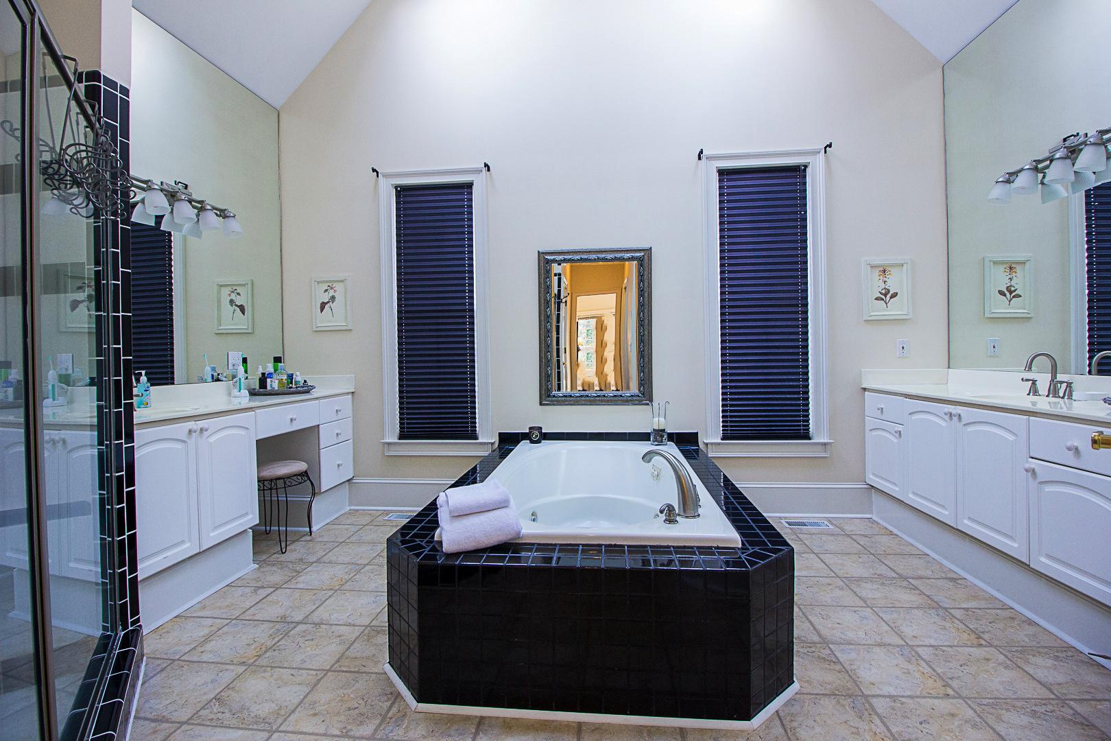 10-Master Bathroom.jpg