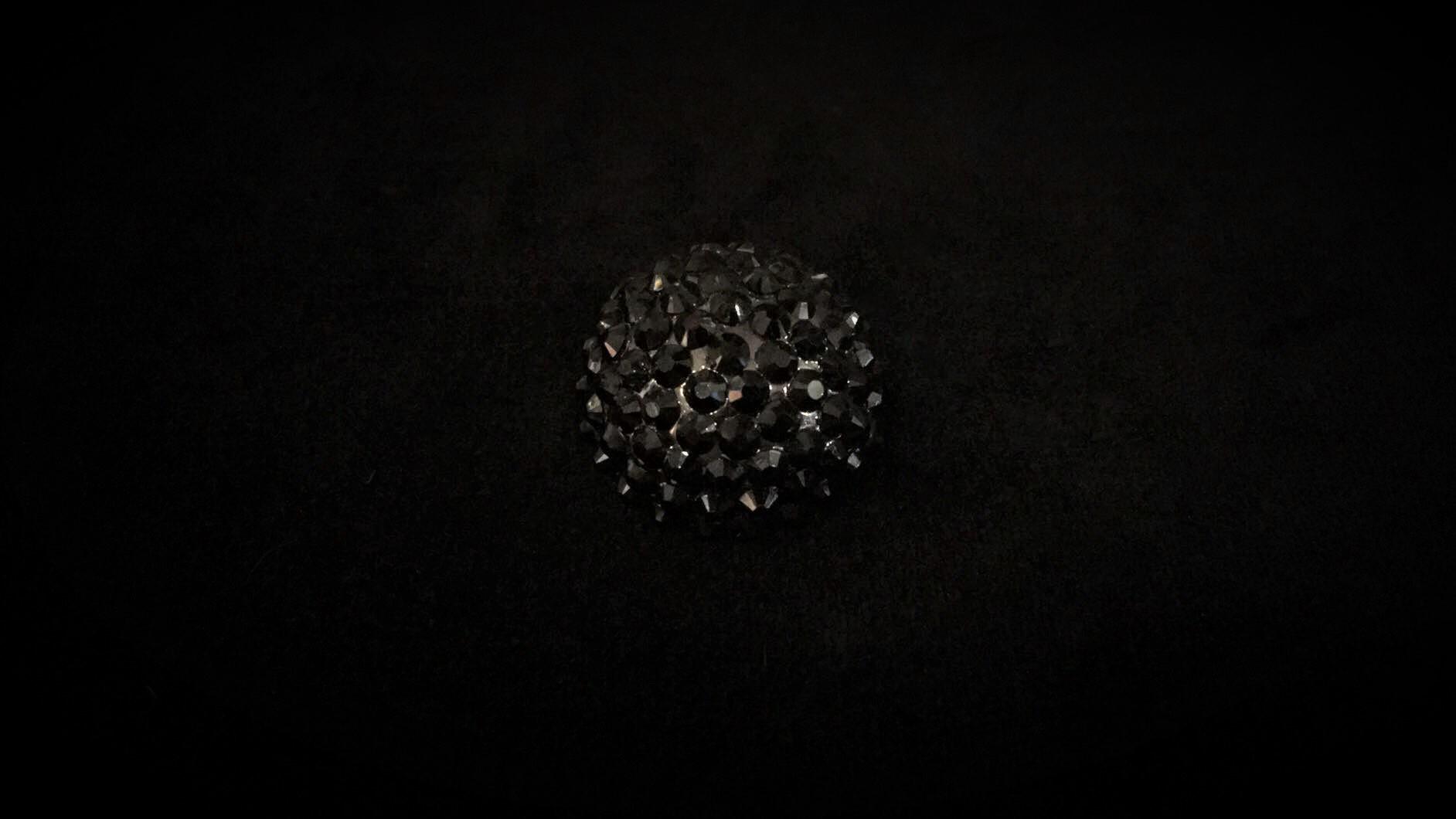 Bouton en pierre du rhin noir