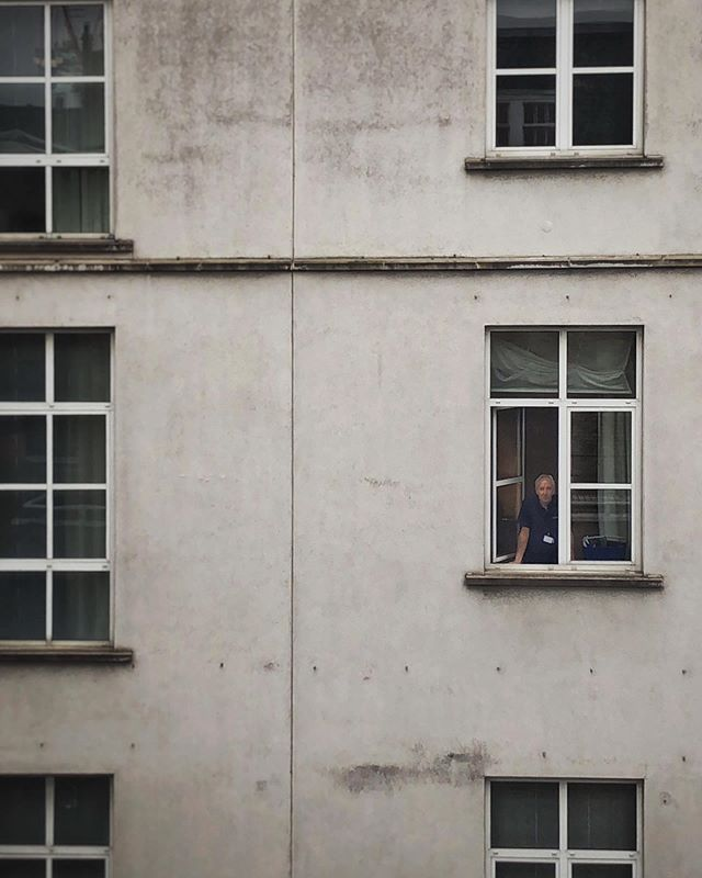 Me watching him watching me. . . . #streetphotography #caughtoncamera #concrete #windows #london #stalker #lookingatme #iphone8 #iphoneonly #picoftheday #summer #londonsummer #creepy