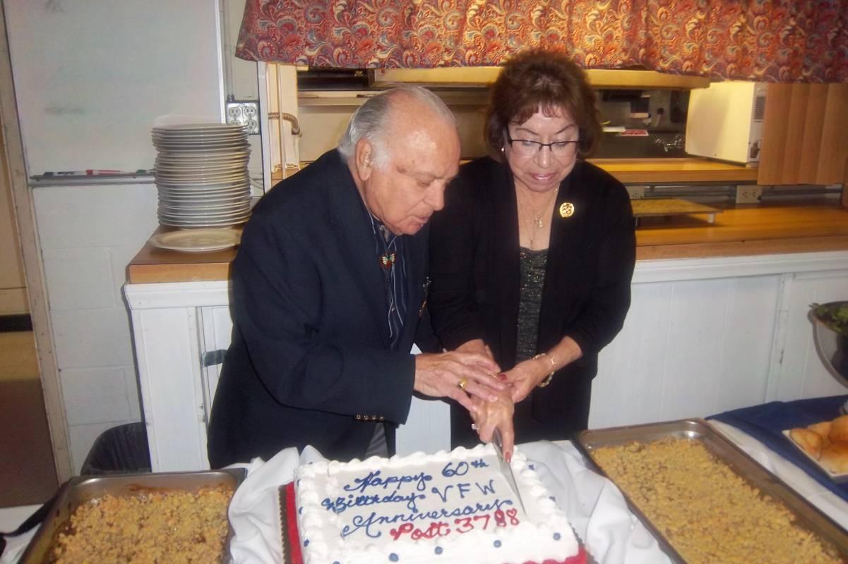 Rick & Shirley cutting the cake-2.jpg