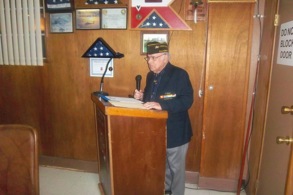 Cdr Rick opening the ceremony.jpg