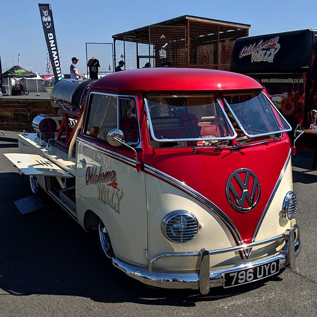 Yeah it's powered by a rocket, but where do you sleep on surf trips?! #santapod #dragracing #vw #campervan #classiccars #racing #vansoldskool #vanlife #volkswagen #vanconversion #splitscreen
