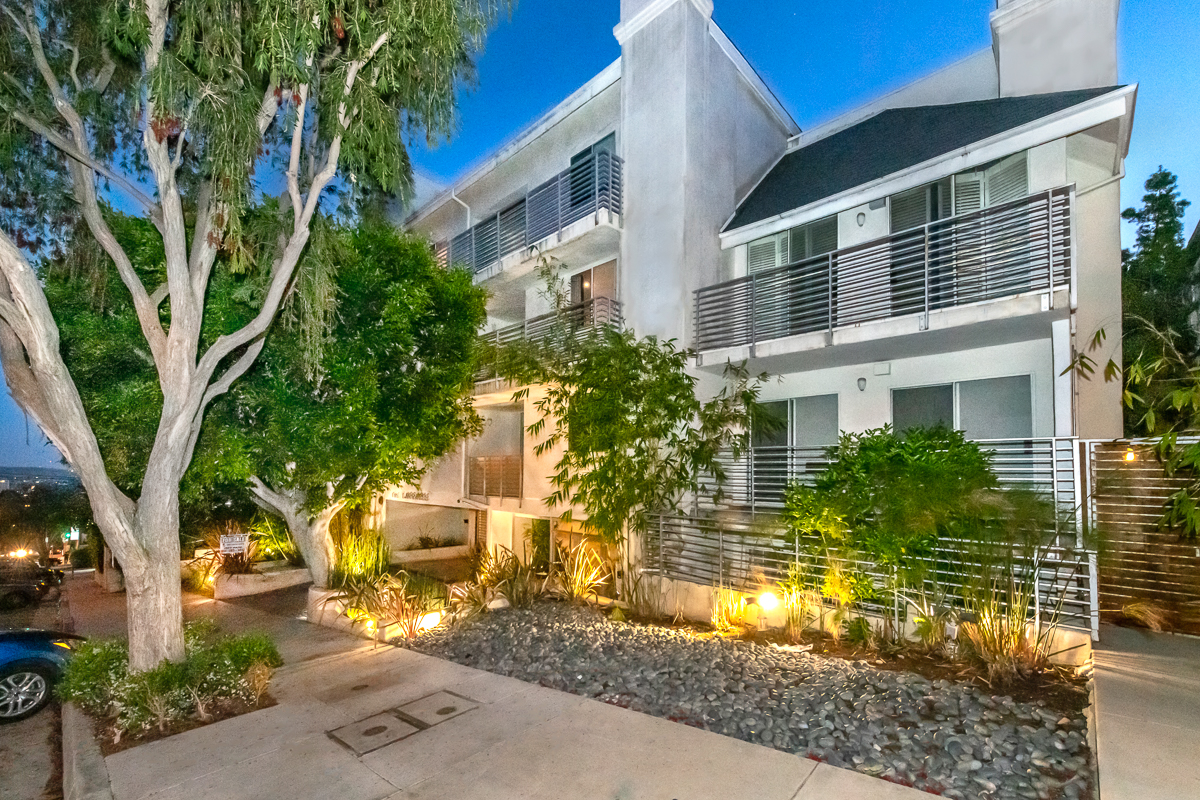 WEST HOLLYWOOD  1129 Larrabee Street #11