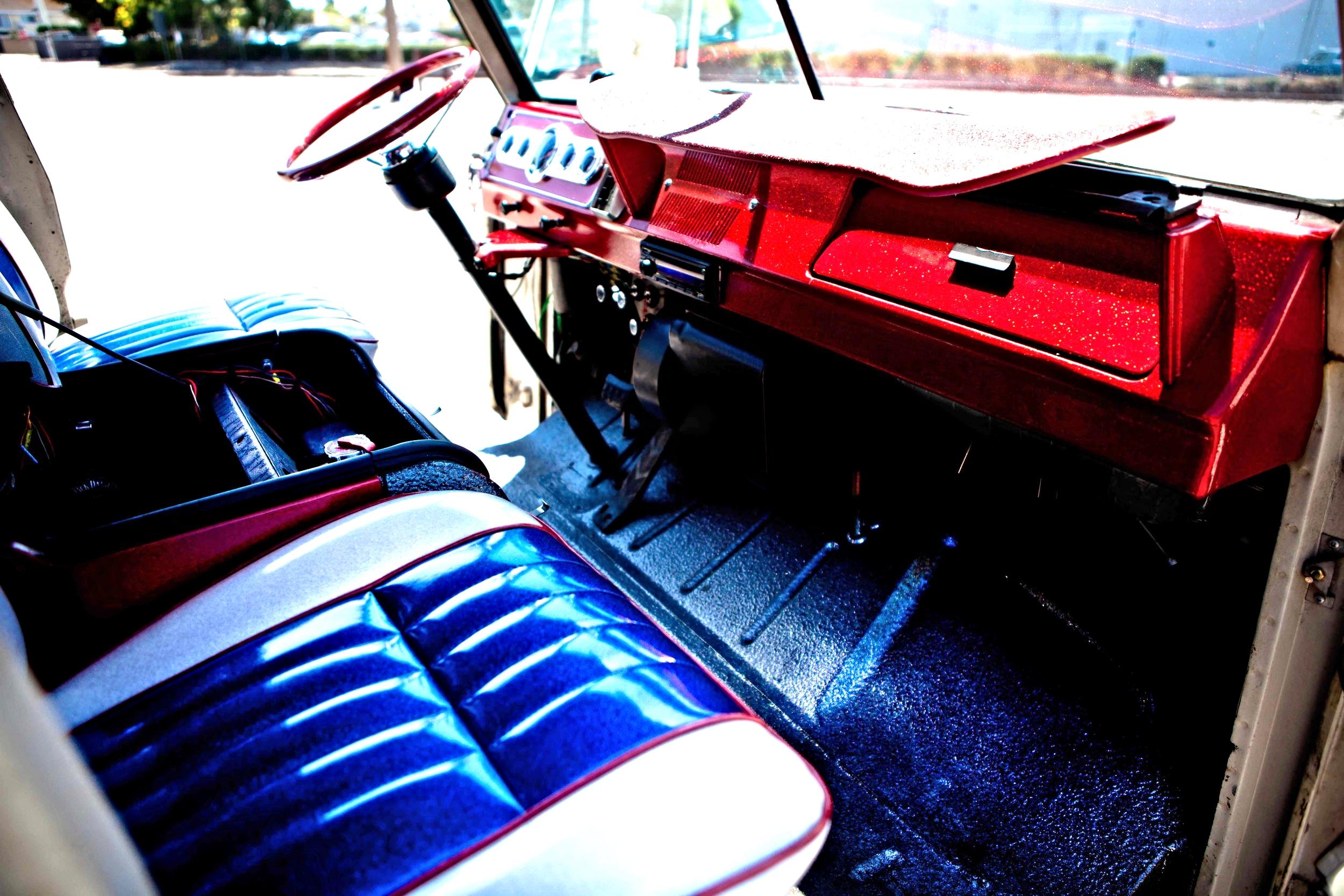 1969 Dodge A100 Van.jpg