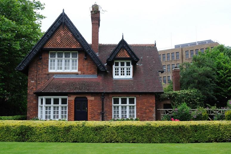 englishhouse.jpg