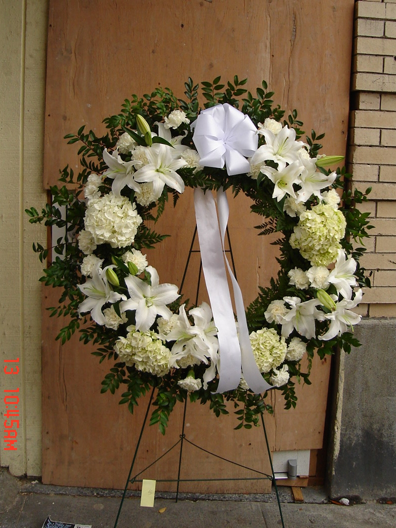 All White Wreath (W-91)