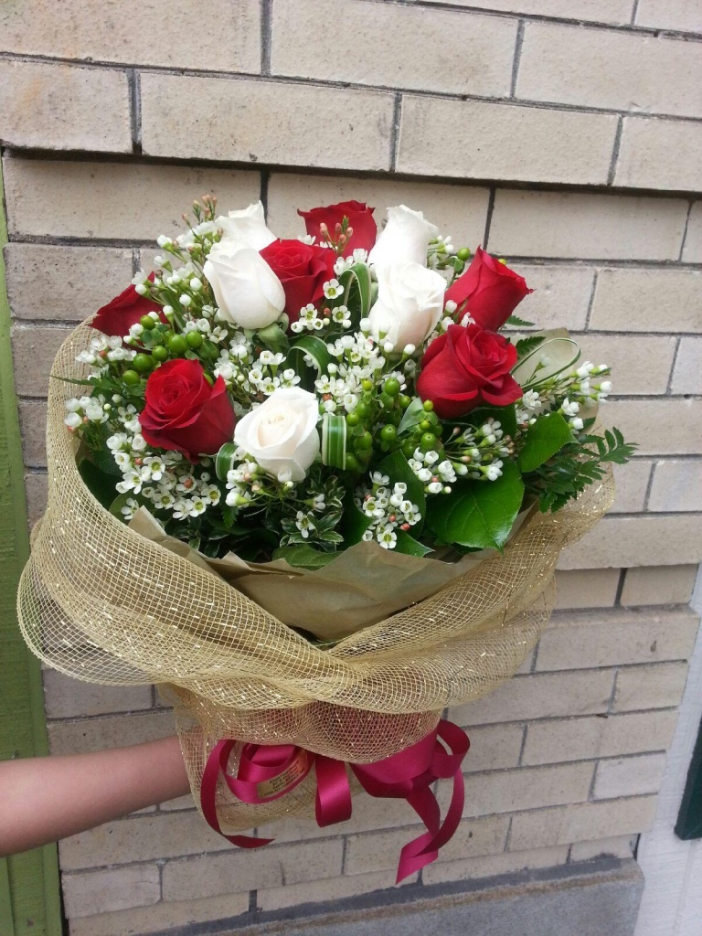 Red, White & Gold Bouquet (WB-5)