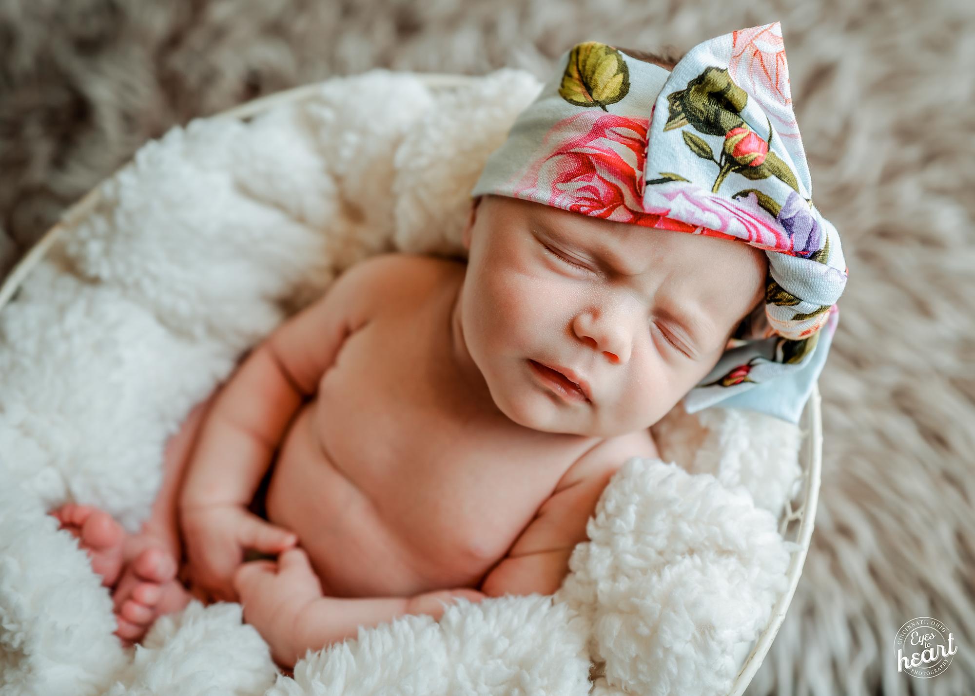 Cincinnati-Candid-Newborn-Photography-7.jpg