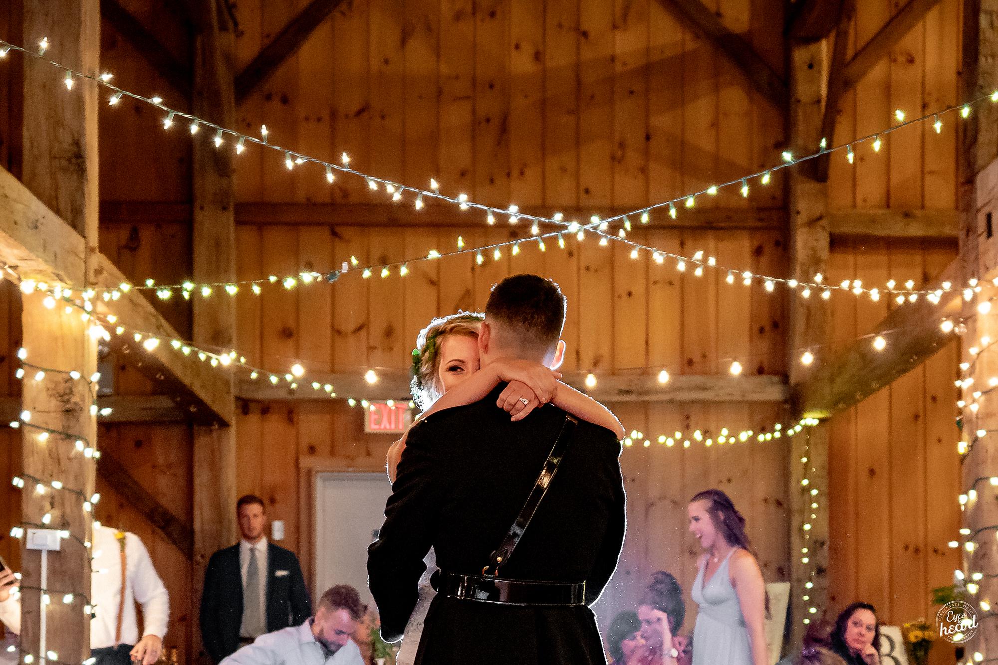 Cincinnati-Wedding-Photographers-Hughes-Center-Barn-23.jpg