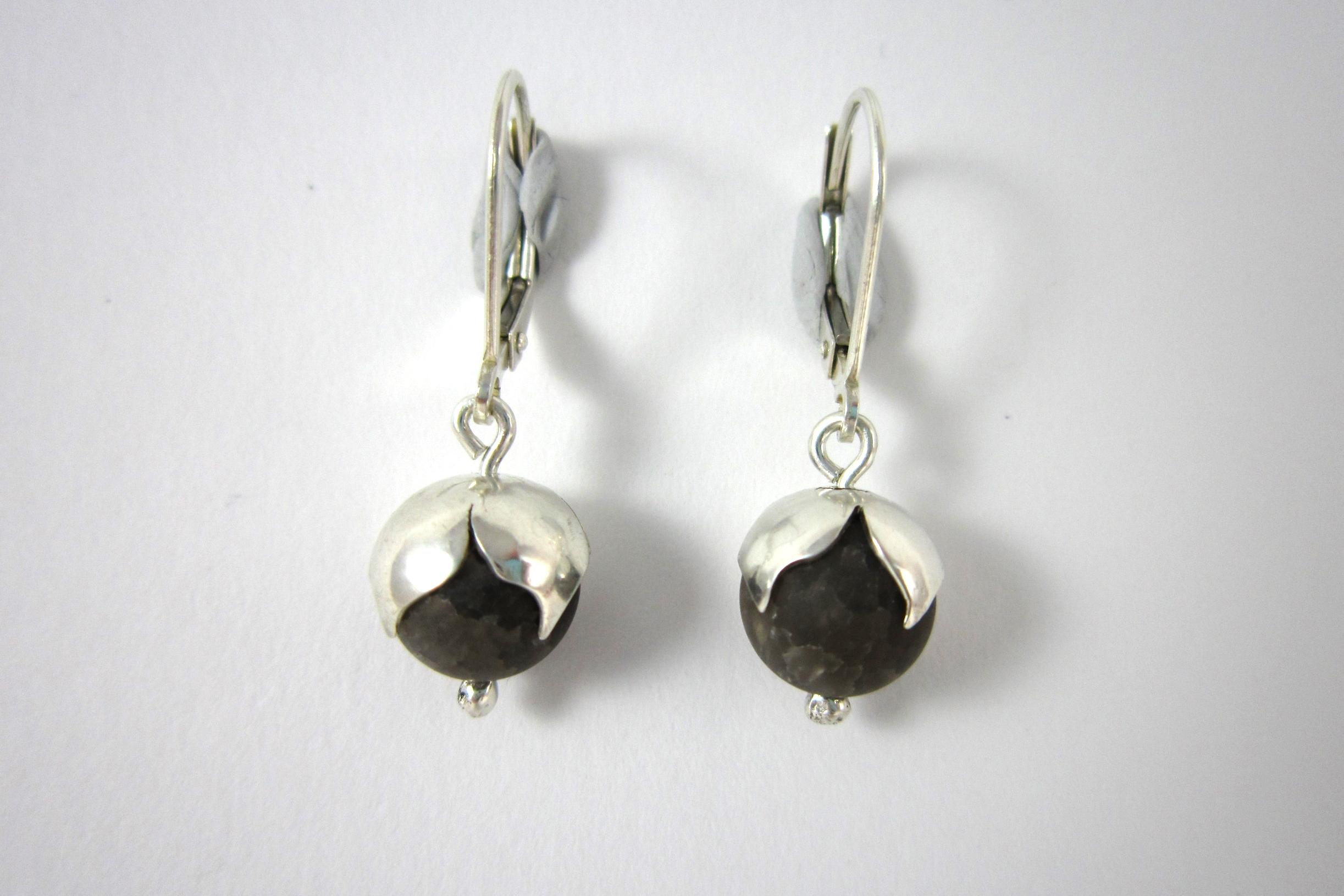 Zilveren oorbellen met rookkwarts.