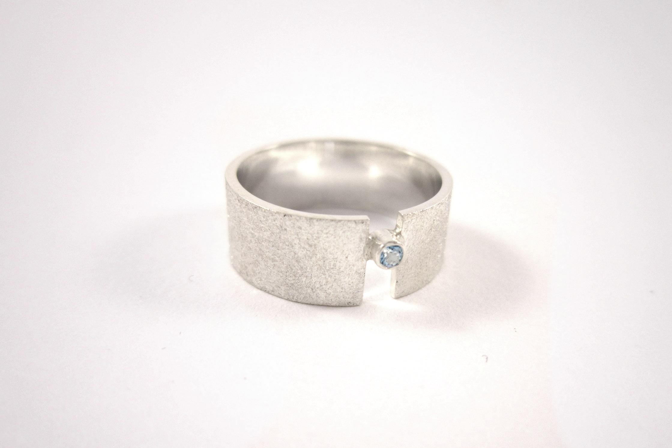 Zilveren ring met aquamarijn.