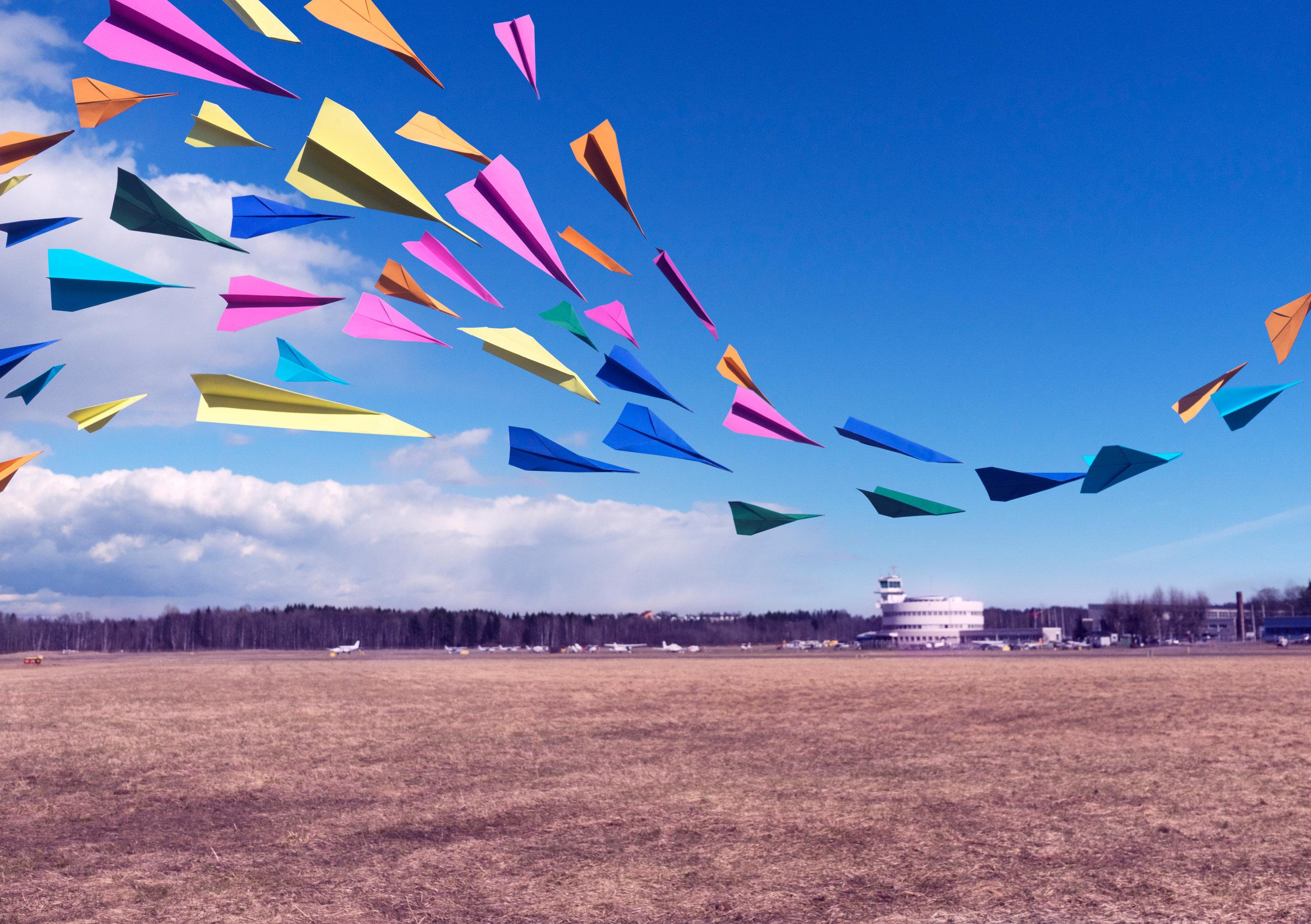 Kevät-talvi 2017: Pyrimme tuomaan jotain positiivisesti yllättävää paikkoihin, jotka olivat malmilaisille merkityksellisiä.Kuvista syntyi kymmenen kuvan taidekorttikokonaisuus, joka lähetettiin ilmaiseksi neljällesadalle malmilaiselle. Kuvien yhteydessä jaetussa paketissa malmilaisia kutsuttiin mukaan hankkeen toimintaan. Isompi vedos tästä kuvasta lahjoitettiin Malmin lentokentälle, joka näkyy kuvassa taustalla.